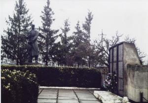 Памятник во їнам односельчанамКущинці